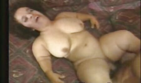 Meggie cởi trần và chơi đùa với cơ thể và phim sec gai gia hoi xuan ngọc trai của mình