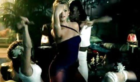 Jade Nile tổ chức buổi biểu diễn cho tất cả mọi phim sec hoi xuan người tại bãi biển khỏa thân
